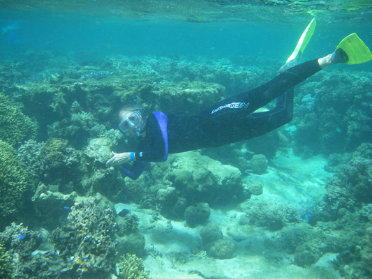 Melanie-developing-a-snorkeling-trail-in-Fiji