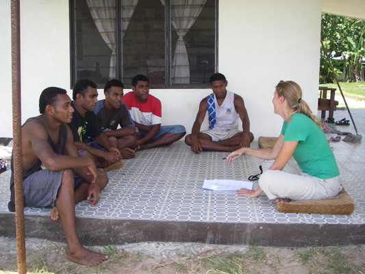 Melanie-leading-a-training-workshop-with-future-Fijian-guides